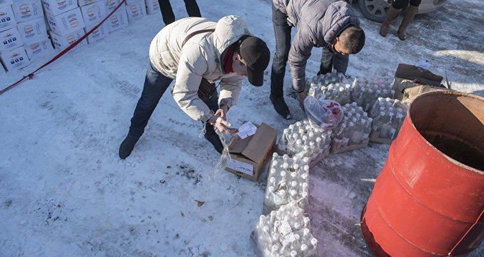 Мамлекеттик салык кызматы мыйзамсыз соодадан алынган 700 литрден ашуун алкоголдук продукцияны жок кылды