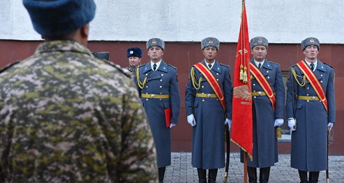 На мероприятии, кроме военнослужащих всех структур, присутствовали воины-афганцы и участники баткенских событий 1999-2000 годов.