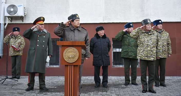 В завершение участники церемонии прошли торжественным маршем под музыку военно-показательного оркестра Генштаба.