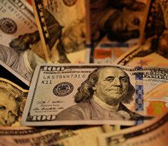 Архивное фото долларов США