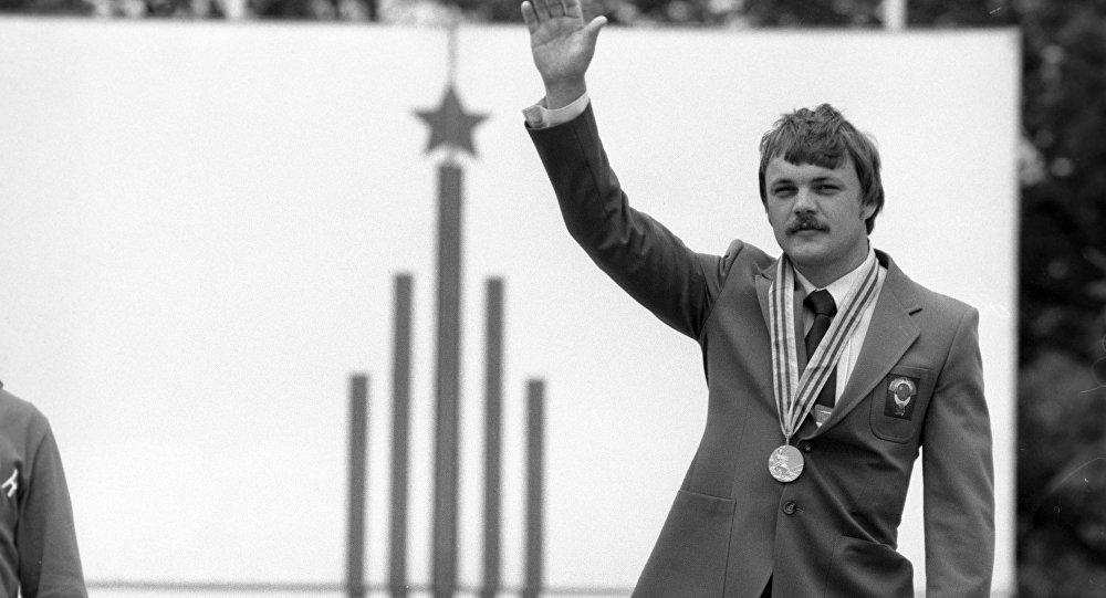 Дүйнөнүн, Европанын жана Советтер Союзунун бир нече жолку чемпиону Александр Мелентьев. Архивдик сүрөт