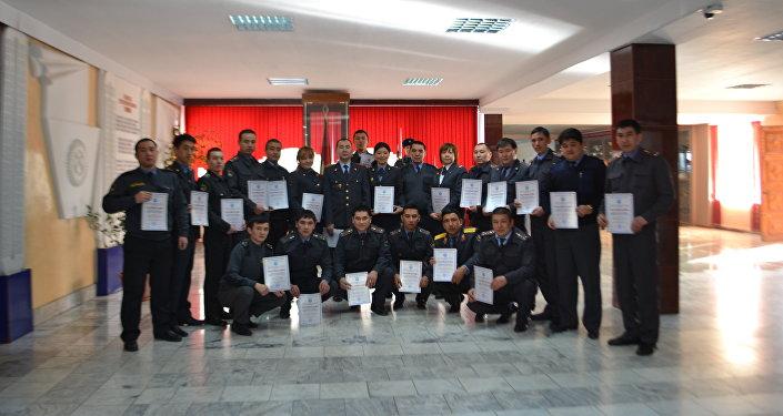 По окончании обучения все слушатели успешно сдали экзамены в форме компьютерного тестирования и получили сертификаты об окончании курса.