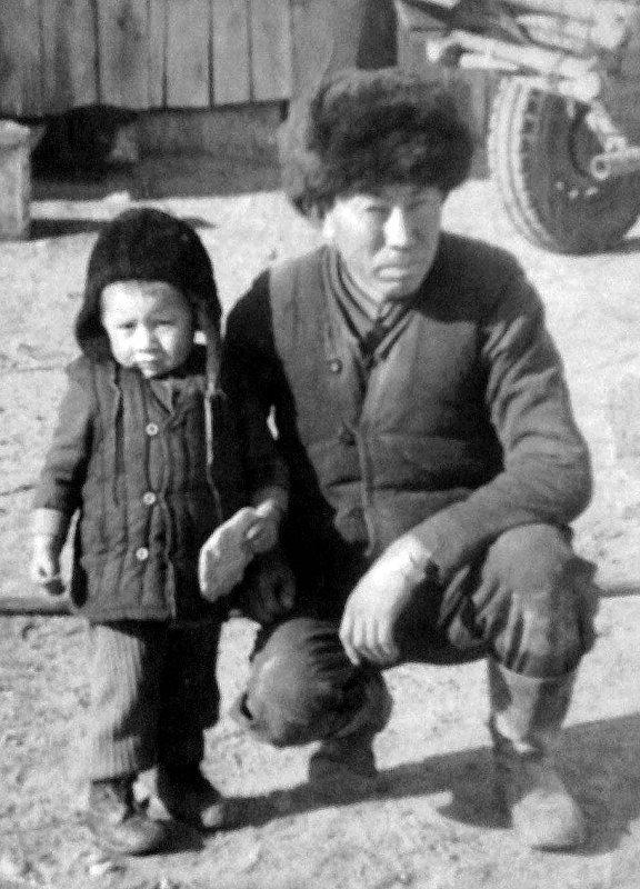 Журналист Тынчтык Кожобеков с отцом Дуйшоном.