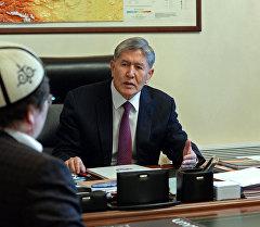 Президент Алмазбек Атамбаев белгилүү теолог Кадыр Маликовду кабыл алды.