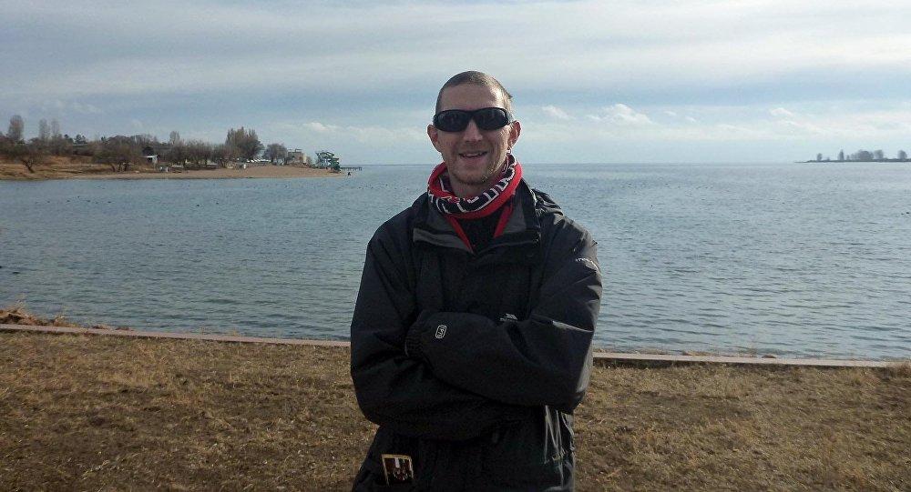 Известный путешественник Джонни Блэйр на берегу Иссык-Куля.