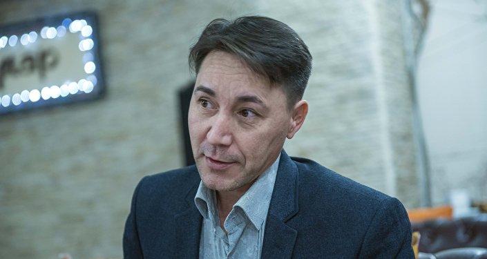 Интервью с бишкекским писателем-фантастом Данияром Каримовым