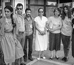 Американская правозащитница, деятельница коммунистического движения, социолог, педагог и писатель Анджела Дэвис и Геннадий Базаров на Ташкентском кинофестивале 1988 года