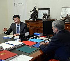 Президент Алмазбек Атамбаев саламаттык сактоо министри Талантбек Батыралиевди кабыл алды. Архив