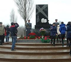 В День освобождения Ленинграда возлагали венки и звучал троекратный залп