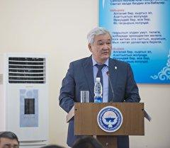 Орус-кыргыз өнүктүрүү фондунун төрагасы Кубанычбек Кулматовдун архивдик сүрөтү