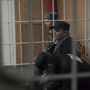 №50 абактан качып чыгып кийин кармалган Курбанахунов Болот сот учурунда.