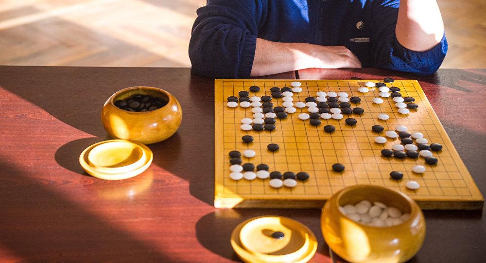 Партия в традиционную настольную древнекитайскую игру Го. Архивное