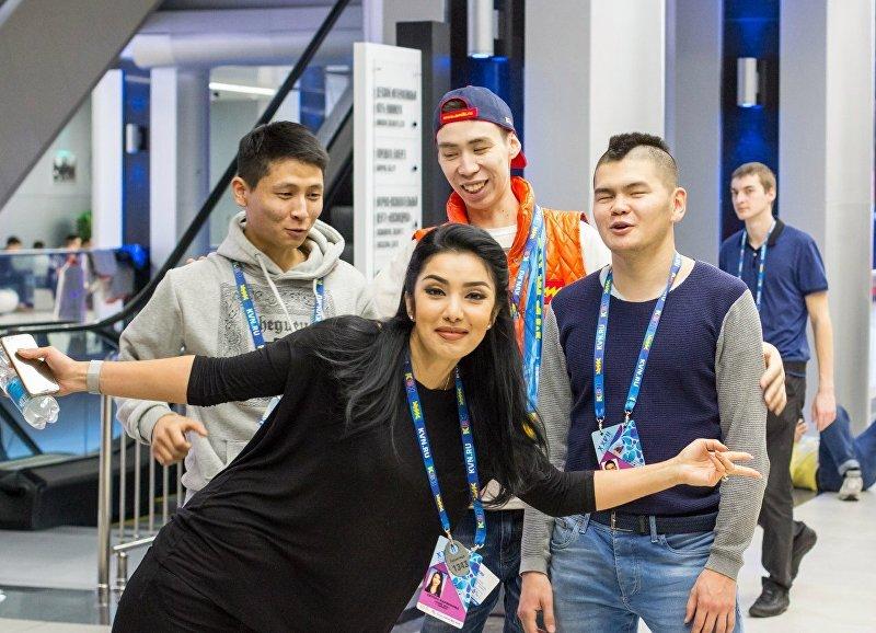 Участники КВН команды Азия MIX