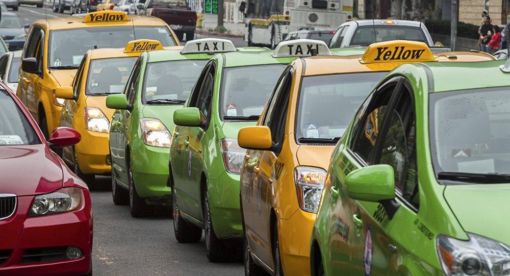 Такси унааларынын архивдик сүрөтү