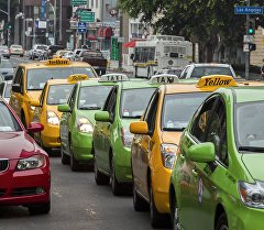 Архивное фото автомобилей такси