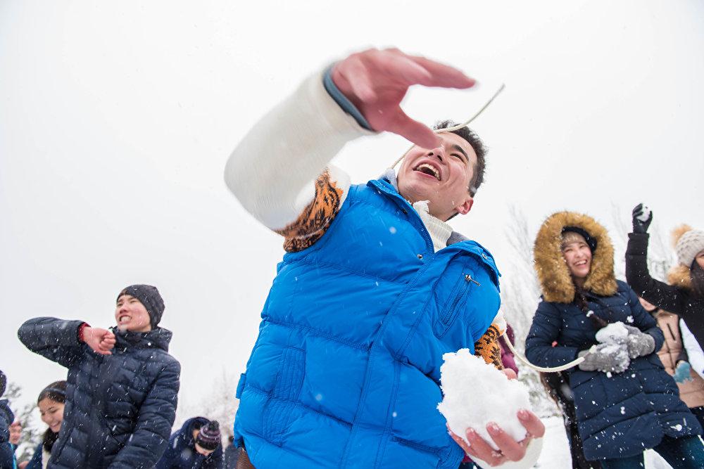 Снежная битва в парке имени Даира Асанова