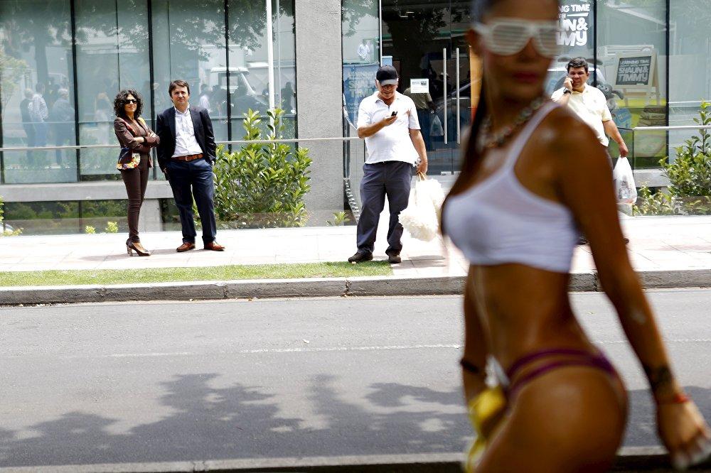 Экзотические танцы на улице Сантьяго, Чили