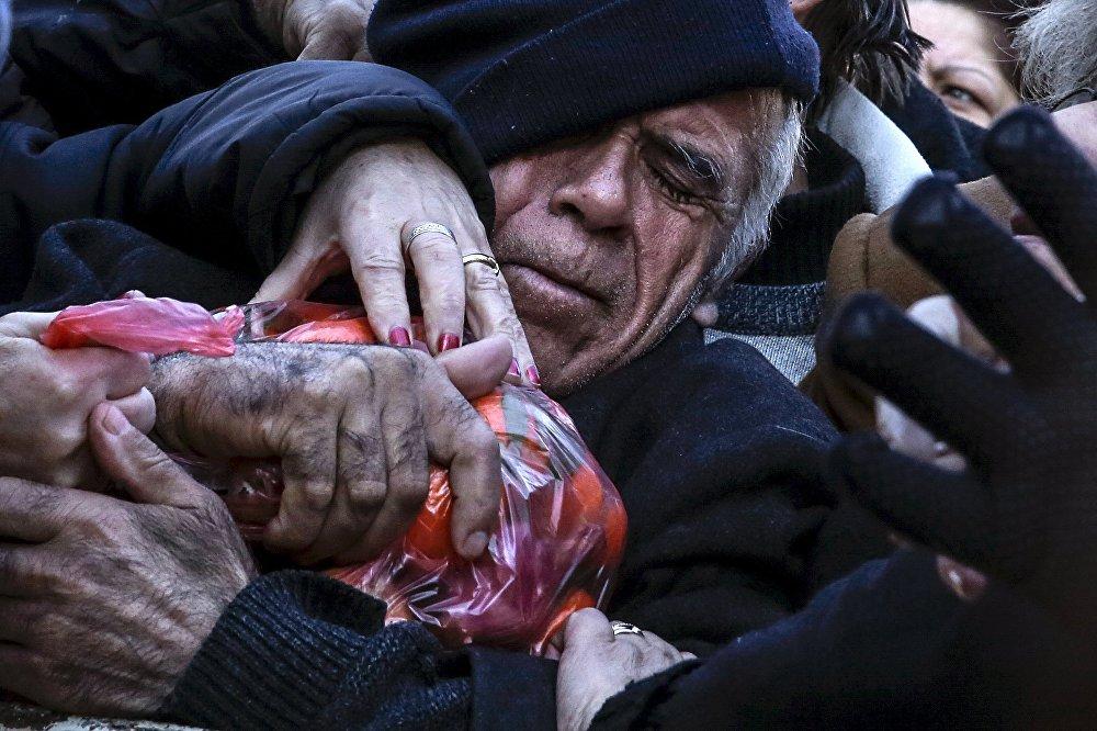 Акции протеста против пенсионной реформы и повышения налогов в Афинах, Греция