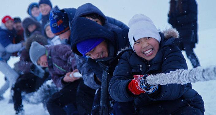 В спортивных мероприятиях приняли участие дети из реабилитационных центров, детских домов, а также школьники со всех районов столицы.