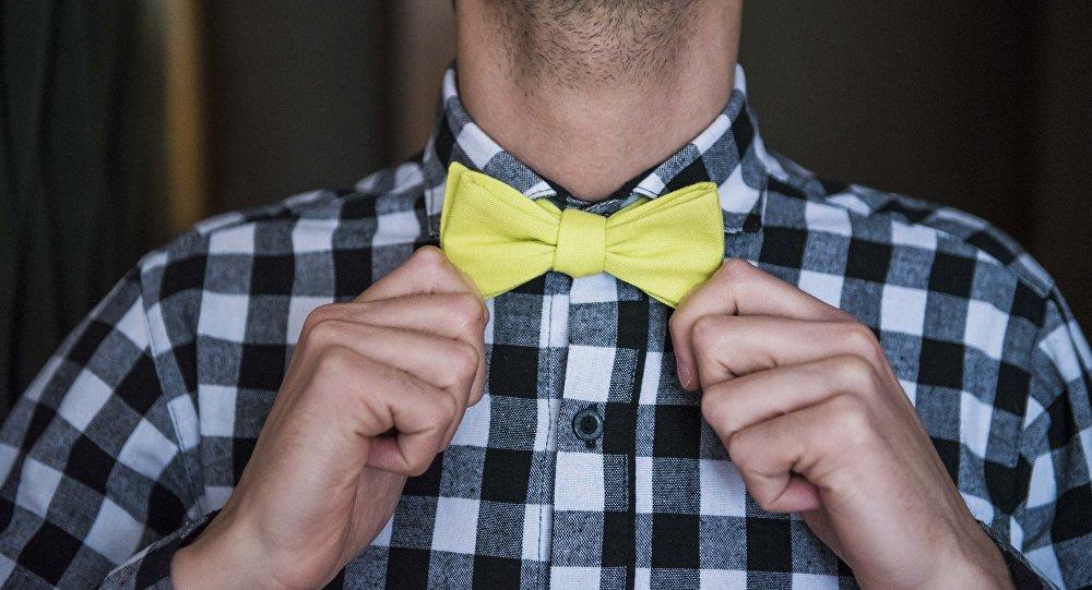 Мужчина в галстук-бабочке. Архивное фото