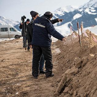 Рабочие на строительстве ВНК. Архивное фото