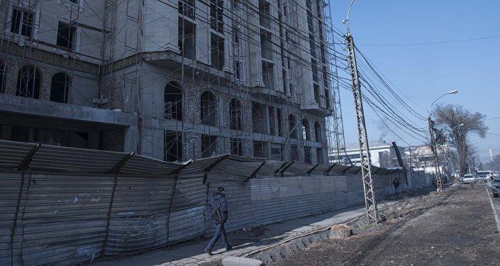 Строительство многоэтажного дома на пересечении улиц Чуй-Гоголя.
