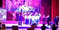Футболисты Алая подбрасывали мэра Оша в воздух и радовались наградам