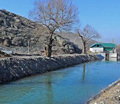 Араван районундагы Ак-Буура — Араван каналы.