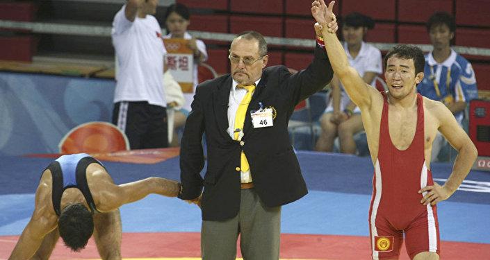 Пекин олимпиадасынын күмүш байге ээси Канатбек Бегалиев.