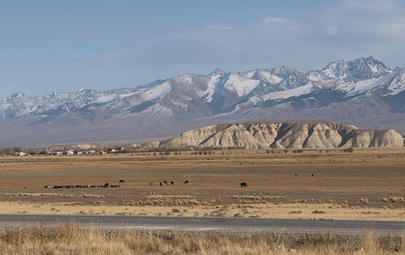 Гора Чеч-Добо в Ат-Баши. По преданию здесь захоронен друг и соратник Манаса — батыр Алмамбет
