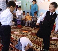 Театрализованное представление о семейном насилии показали дети