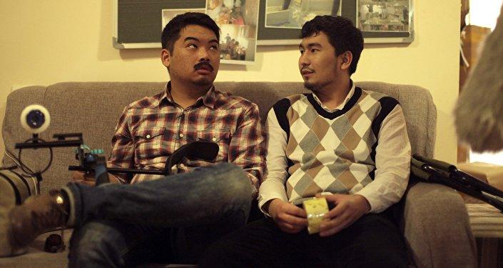 Актеры на съемках мотивационно-комедийного фильма Движение кылыш керек (надо двигаться). Архивное фото