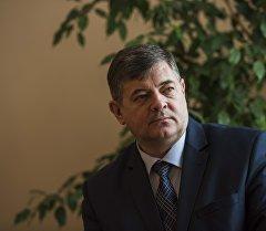 Вице-премьер Кыргызстана Олег Панкратов во время интервью.