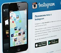 Начальная страница социальной сети Instagram на экране компьютера. Архивное фото