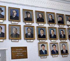 Бишкек шаарынын мэрлеринин портреттери. Архив