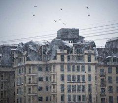 Бишкектин Элебаев менен Кулатов көчөлөрүнүн кесилишиндеги көп кабаттуу турак жайда өрттөн кийин кесепети. Архив