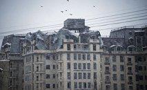 Последствия пожара в пентхаусе дома, находящегося рядом с пожарной частью на улице Элебаева в Бишкеке. Архивное фото