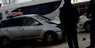 Столкновение двух такси в Бишкеке спровоцировало другие нарушения ПДД