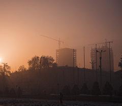 Бишкек шаары туман убагында. Архивдик сүрөт