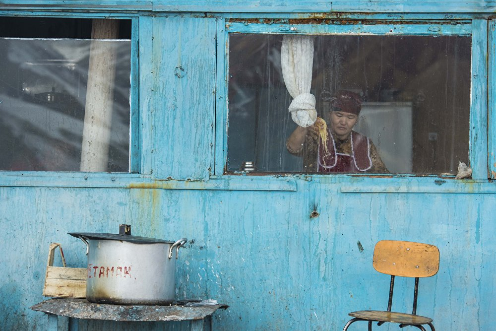 Кара-Кече кени Чаек районунун борборунан 40 чакырымдай түндүк-батышта жайгашкан