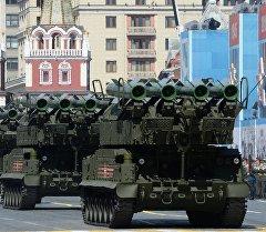 Зенитно-ракетный комплекс БУК-М2 во время военного парада в ознаменование 70-летия Победы в Великой Отечественной войне 1941-1945 годов.