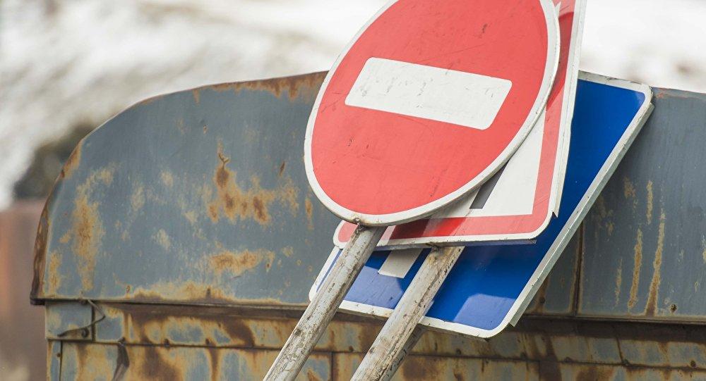 Автодорожные знаки. Архивное фото