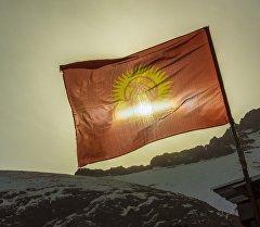 Тоодогу кыргызстандын желеги. Архив
