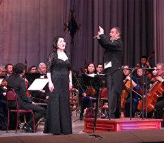 Травиата, дирижер и аплодисменты — звезды мировой оперы пели в Бишке