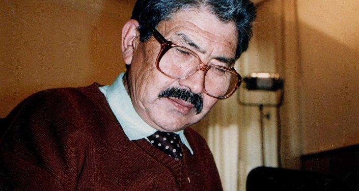 Депутат парламента, известный кинорежиссер и народный артист КР Дооронбек Садырбаев.