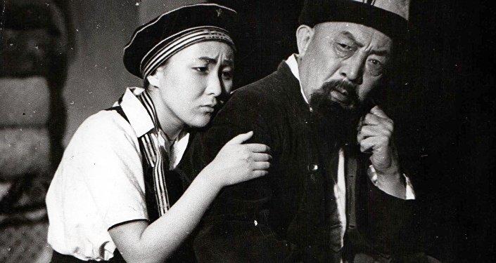 Драматург Бексултан Жакиевдин Атанын тагдыры драмасы. Архив