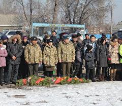 Участники реквием-митинга посвященный выводу советских войск из Афганистана в городе Кант