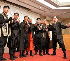 Япониядагы байыркы шаарлардын бири Кокада муниципалдык мекемелердин кызматкерлери ниндзянын кийимин кийип жумушка келген. Архив