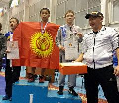 Обладатели двух медалей на Международном турнире по вольной борьбе среди юношей в Новосибирске