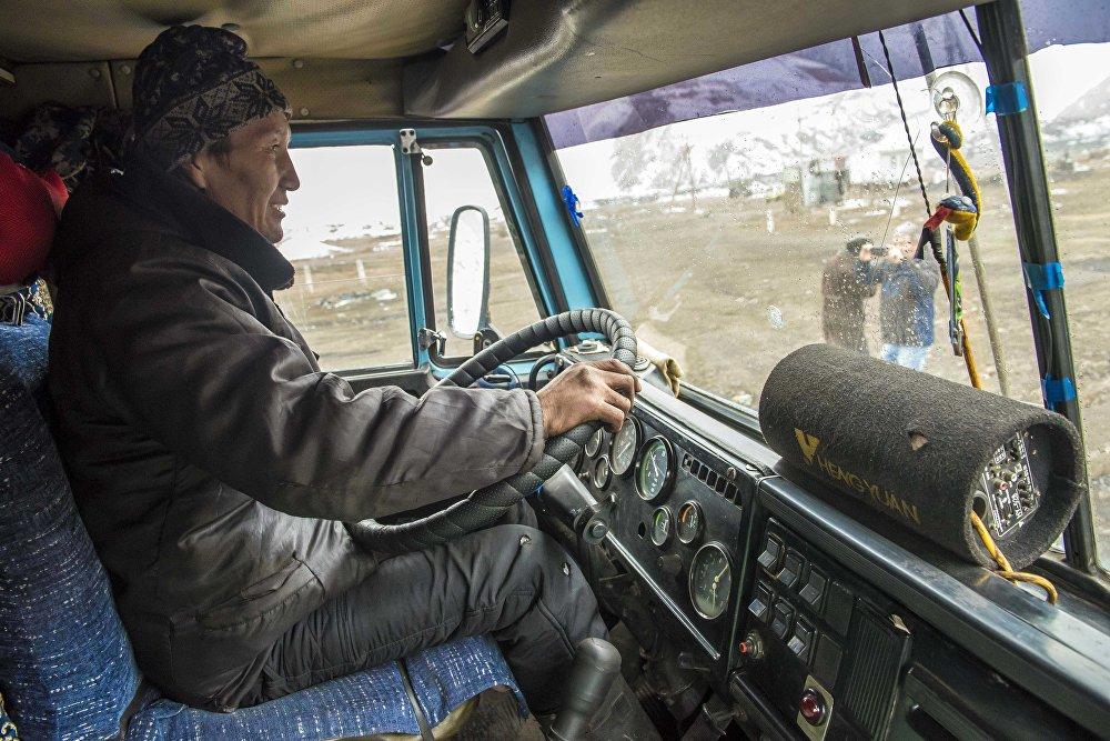 Бул жактан казып алынган көмүр менен Нарын облусундагы социалдык имараттар камсыздалат. Ошондой эле, Бишкек шаарындагы жылуулук борборун 30 пайызы көмүрү дал ушун кенден алынат